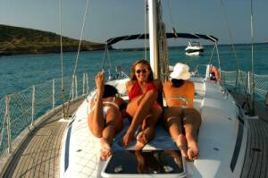 Frauen-auf-Yacht