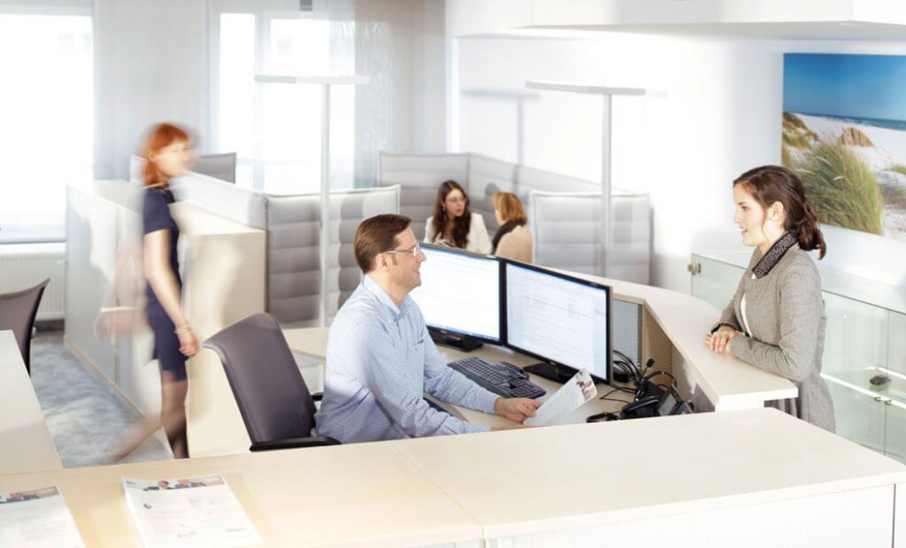 Empfangstheke im smarten Büro